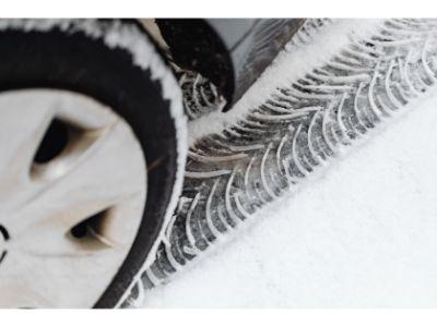 how do winter tyres work
